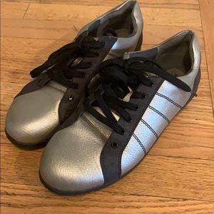 Tennis walking shoes